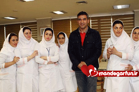 عکس جالب عابد زاده با دختران پرستار