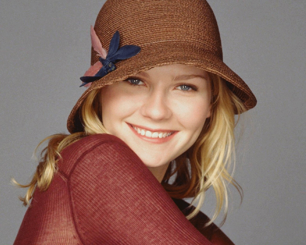 http://up.mandegarfun.ir/view/151137/kirsten-dunst-hollywood-actress.png